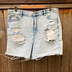 American Eagle Outfitters Light Wash Mom Shorts
